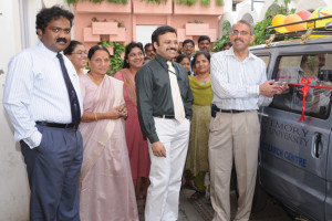 Emory Professor Venkat Narayan cuts the ribbon on a vehicle to be used in India by the Emory Global Diabetes Research Center.