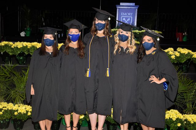 2021 Graduades in masks